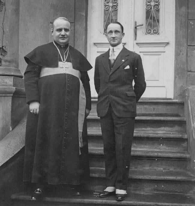 Monsignore Angelo Roncalli con il conte Guido Roncalli di Montorio